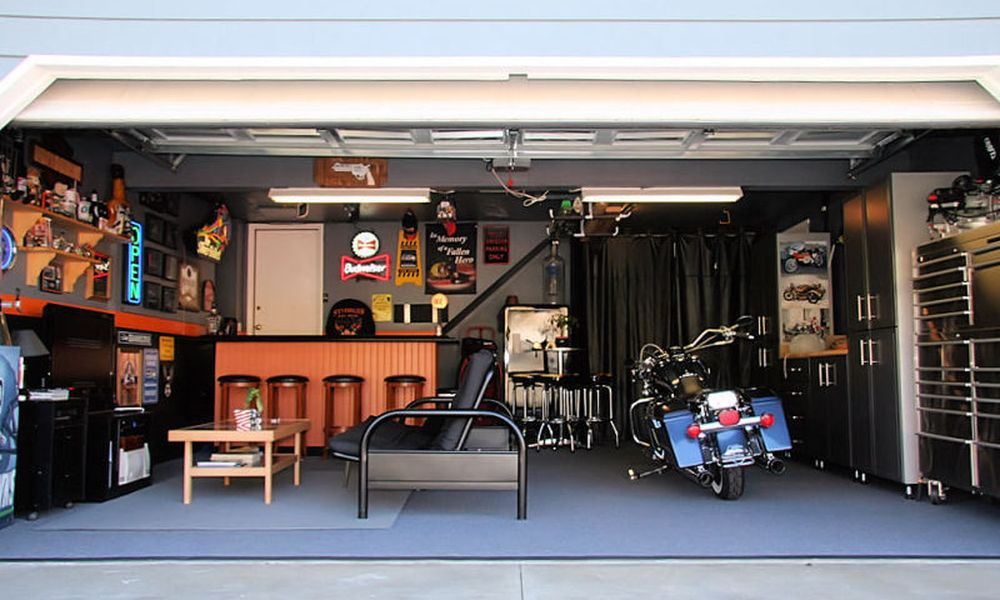 Garage Man Cave Set Up